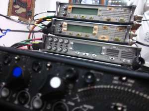 Alat perekam audio seri 744T (dua di atas), seri 788T, dan mixer seri 552 merk Sound Devices (Foto: FI)